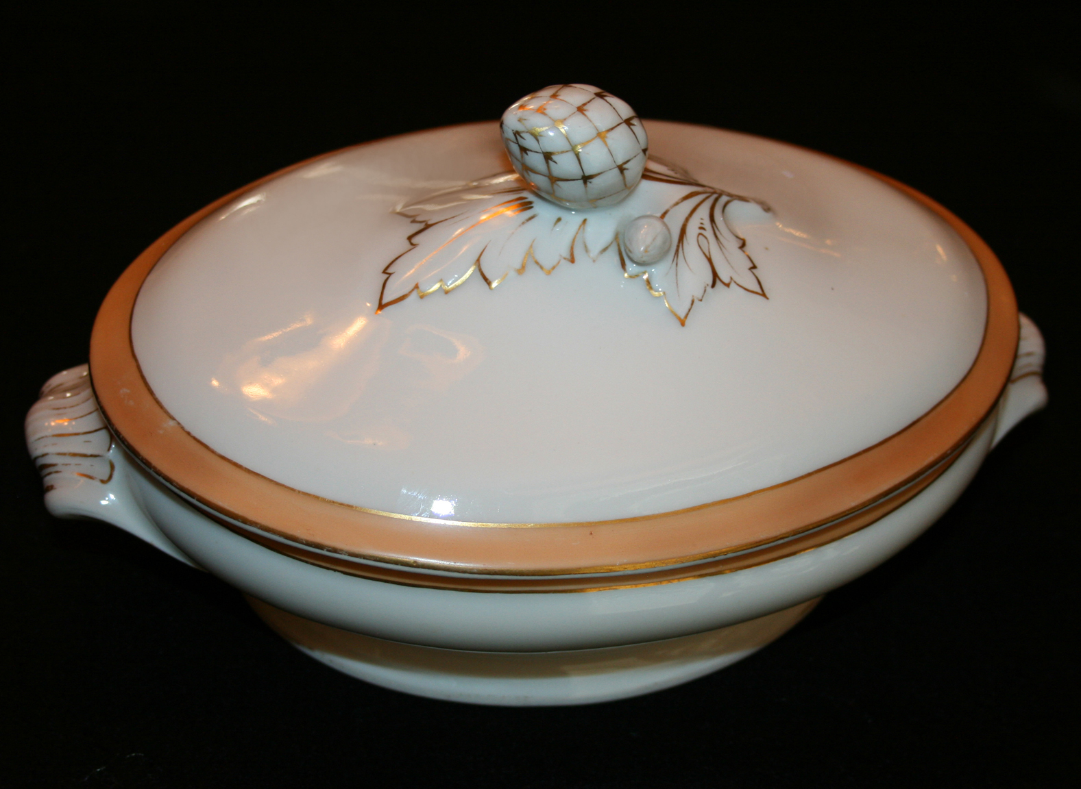 Lincoln Buff China Serviing Piece